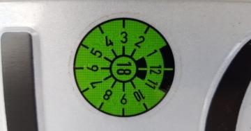 TÜV Plakette wann welche Farbe
