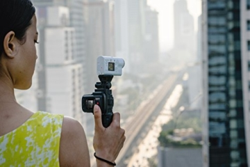 Sony FDR-X3000R 4K Action Cam mit BOSS (Exmor R CMOS Sensor, Carl Zeiss Tessar Optik, GPS, WiFi, NFC) mit RM-LVR3 Live View Remote Fernbedienung, weiß - 43